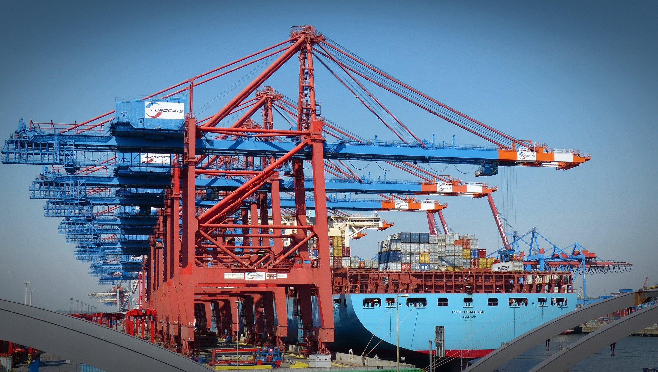 container-gantry-crane-1367604.jpg
