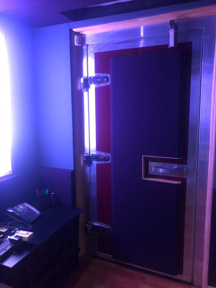 DOOR1000.jpg
