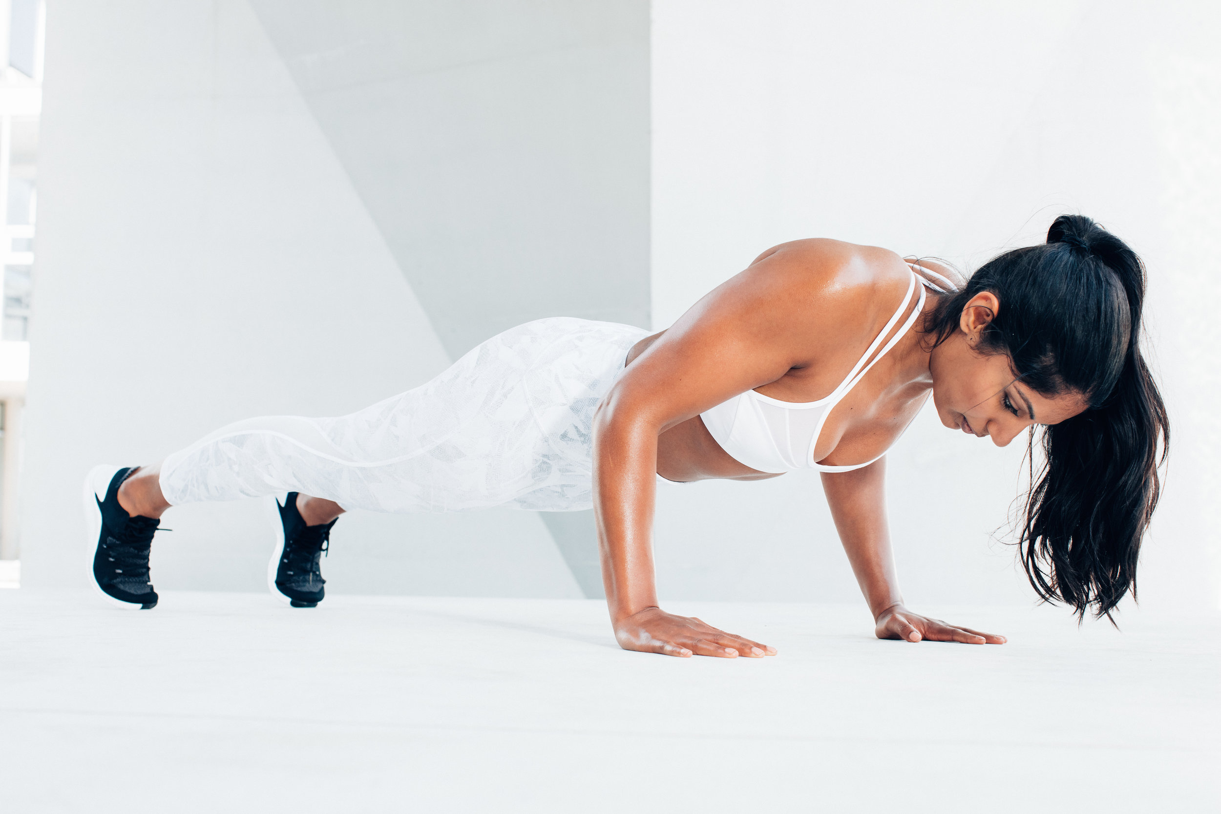 Fitness model doing push ups on a lifestyle photoshoot with commercial photographer Anick Violette.