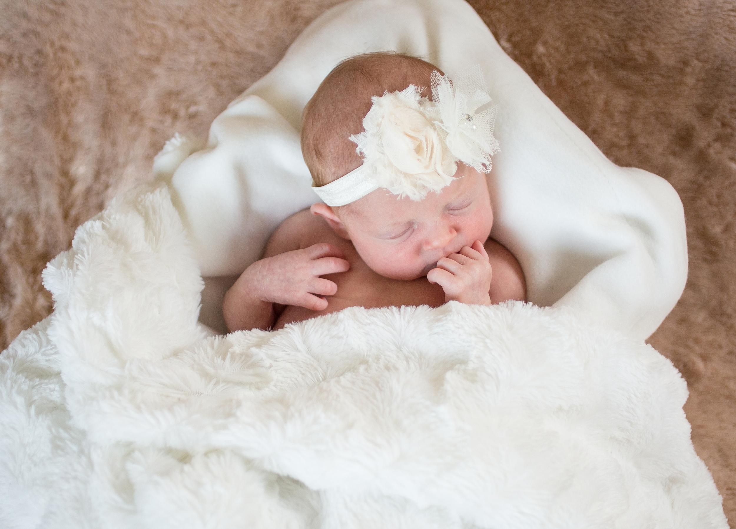 nora-newborn_0090.jpg