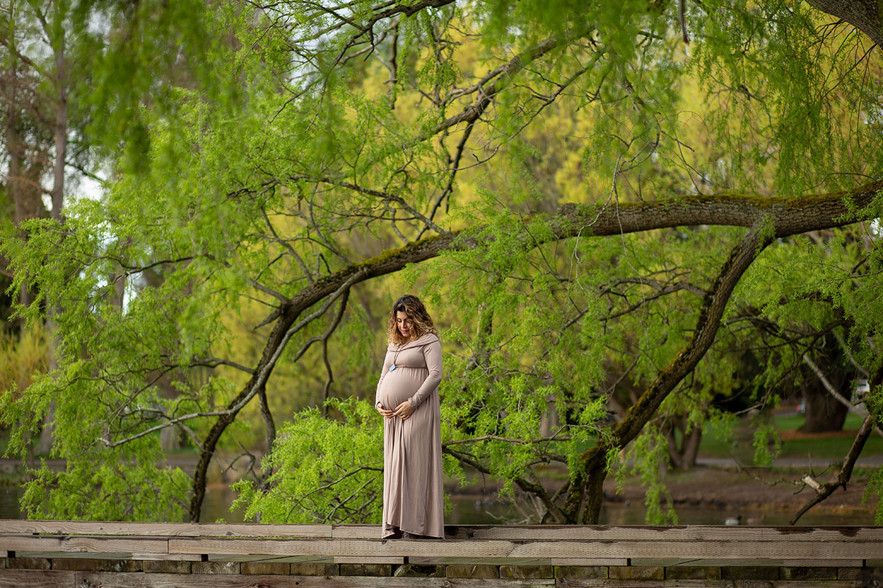 Maternity Photos at Green Lake Seattle - Spring cherry blossom m