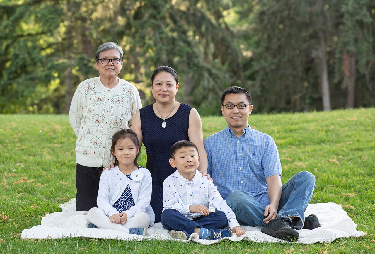 Mercer Island Family Photos at Luther Burbank Park