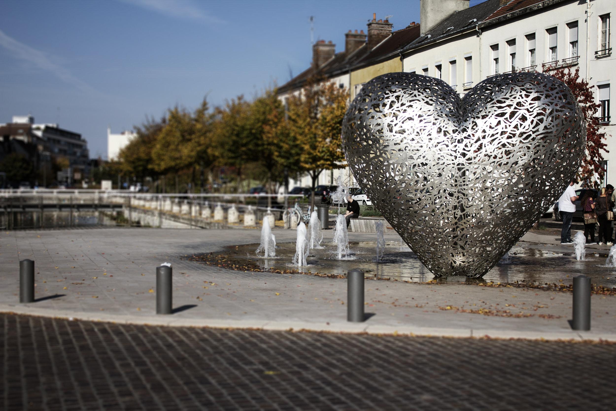 heart_statue.jpg