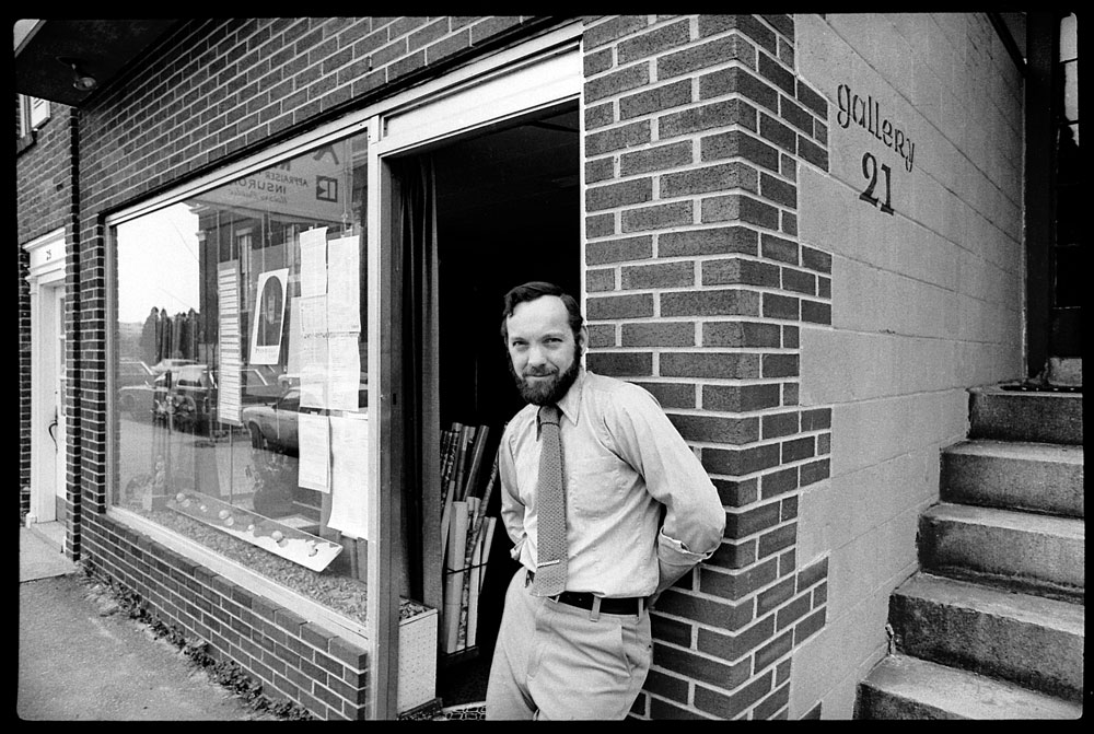 Artist Richard Marion outside Gallery 21 at 21 Hurd Street, Lowell, Mass., in 1979. (Photo by Kevin Harkins)