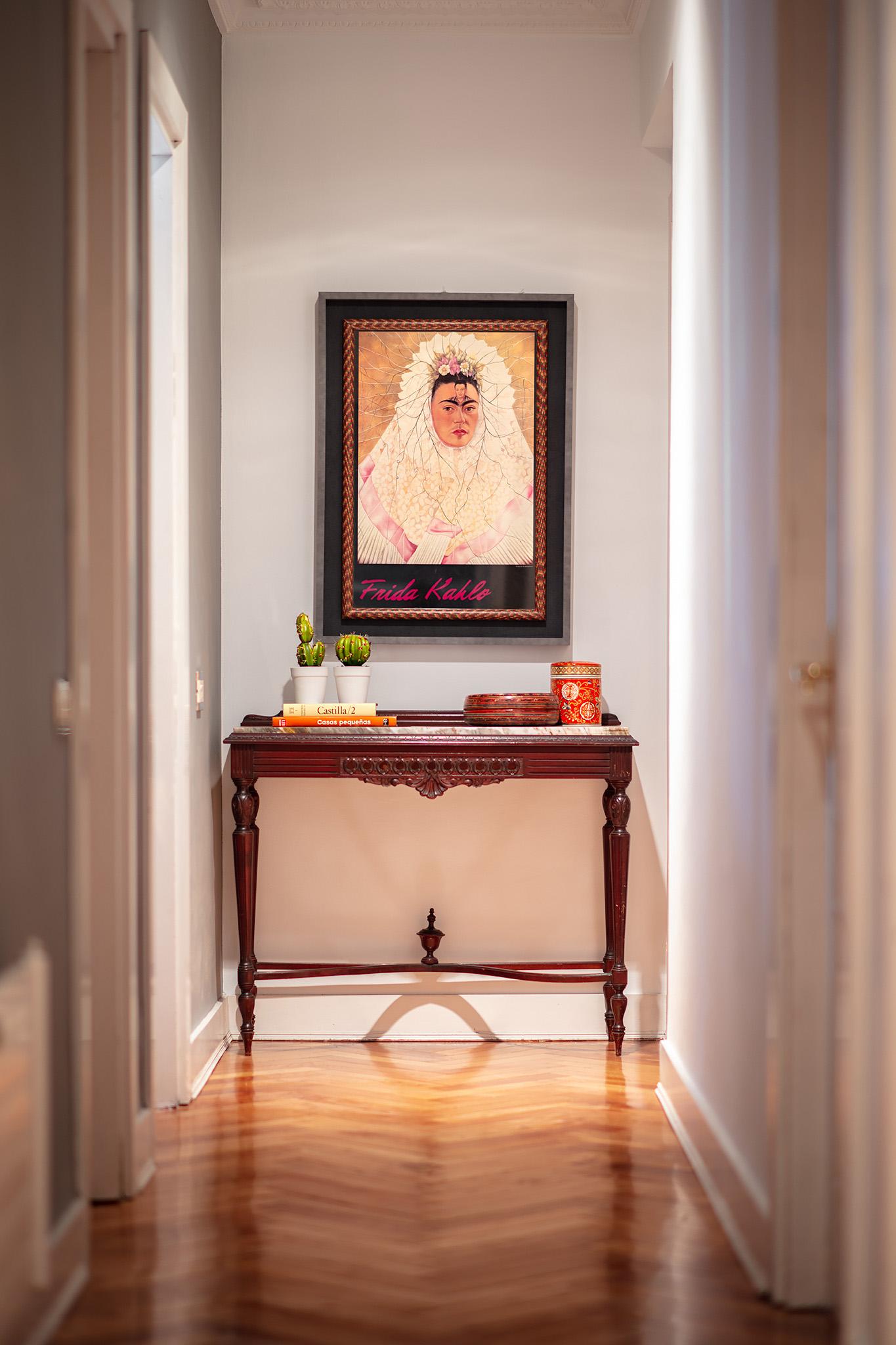 Mueble recuperado en el pasillo en Proyecto de interiorismo en G