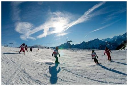 Kids_skiing_in_Villars-sur-Ollon.jpg