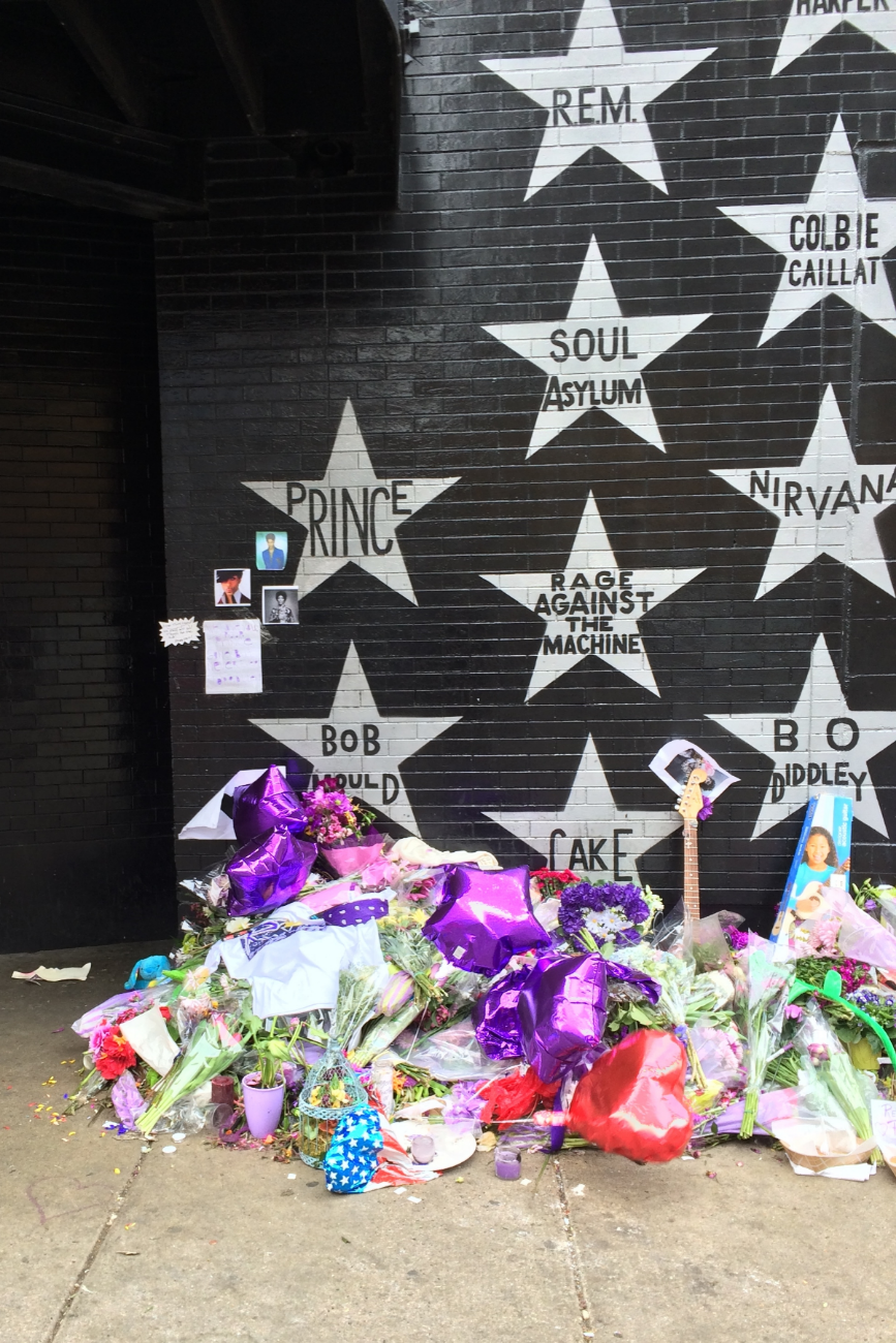 Prince's Memorial at First Avenue - 8 AM on 4/22/16
