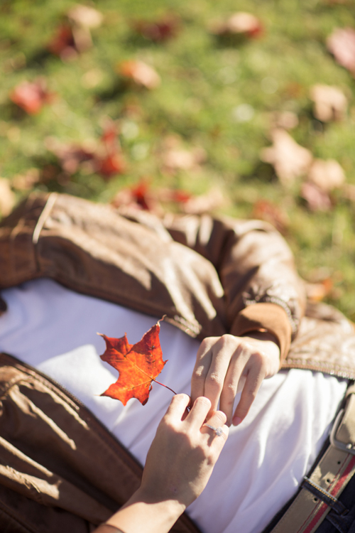 engagement-session-vancouver-maple-leafe-autumn-details-macy-yap-photography