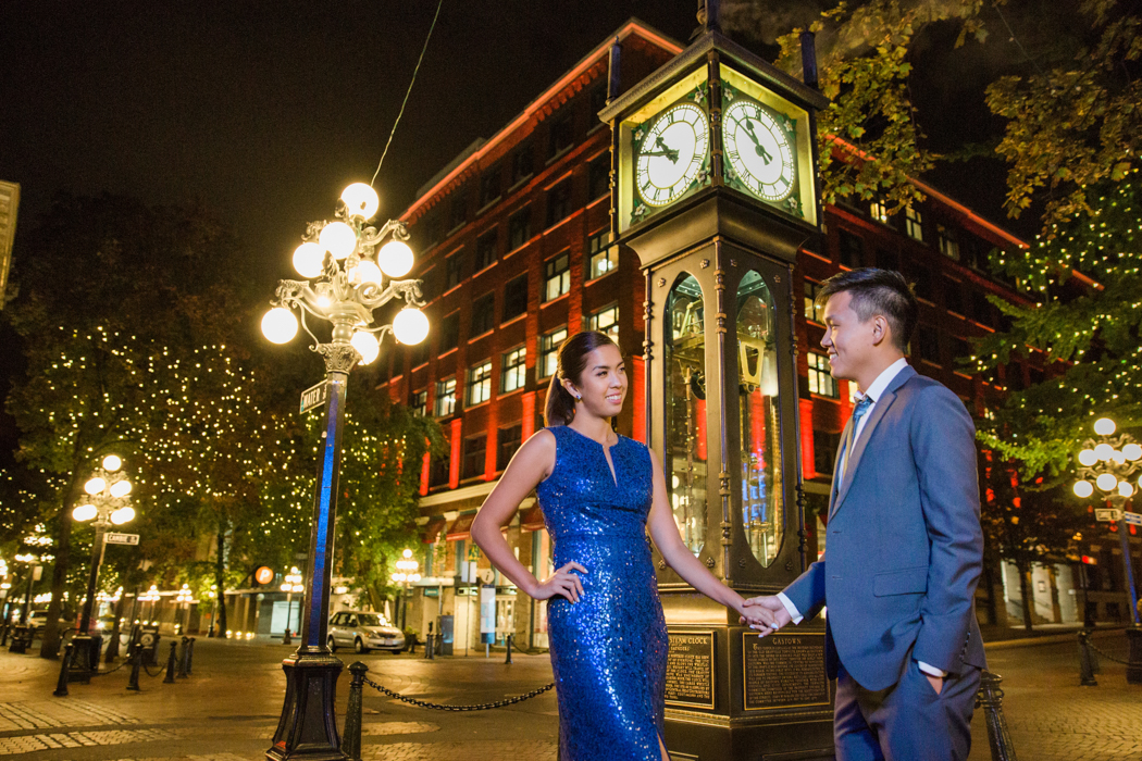 engagement-session-vancouver-gastown-steam-clock-midnight-macy-yap-photo