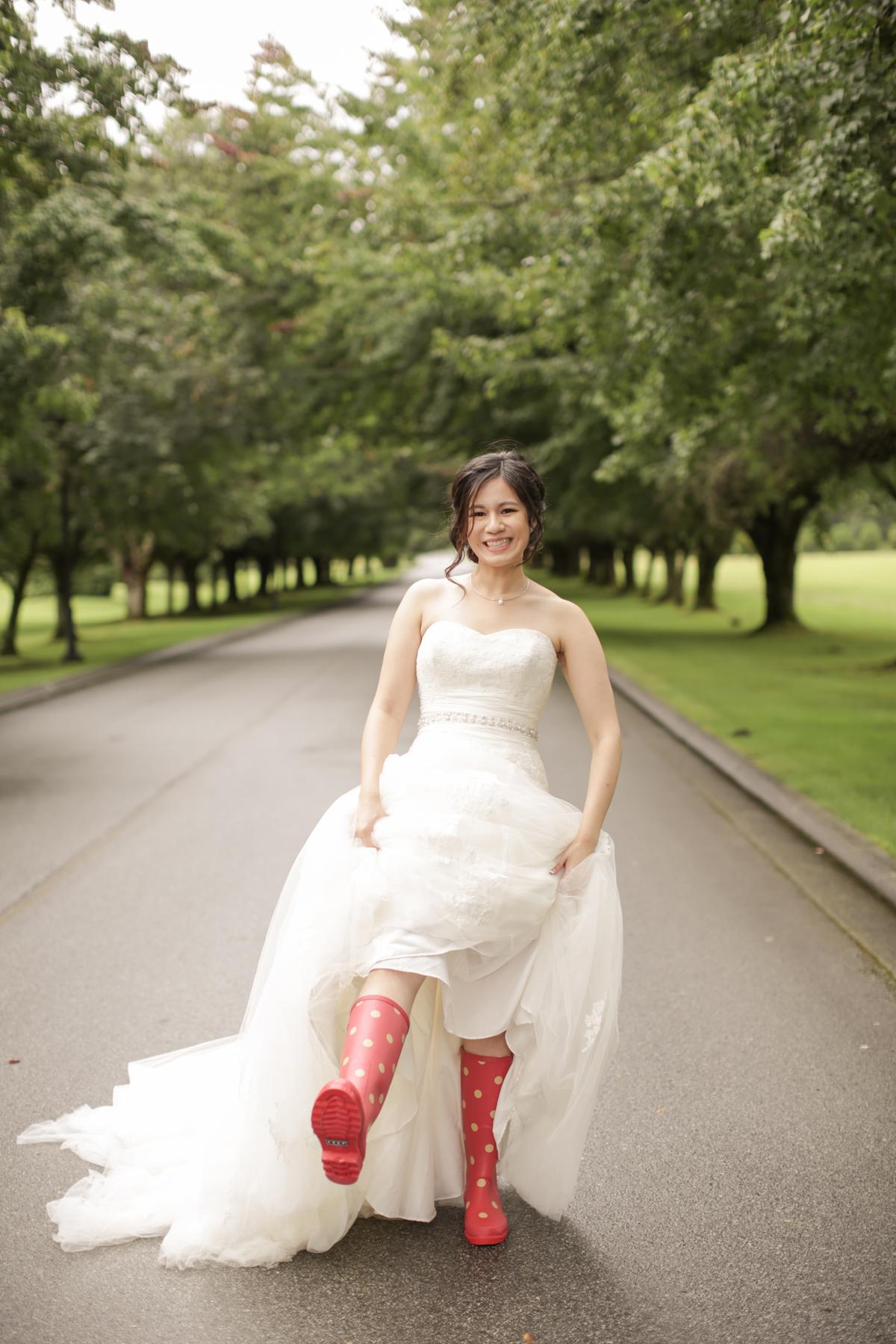 wedding-tips-from-a-wedding-photographer-wear-rain-boots