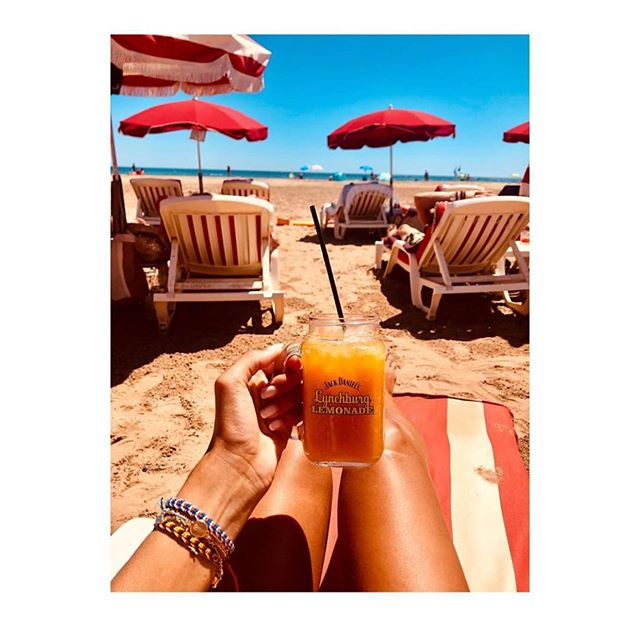 🍹 cocktail time 🥰 Repost @mathildegbl 🙏🏼 #pashaplage #narbonne #beachlife