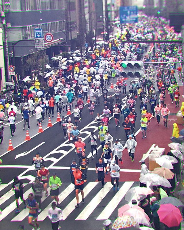 Marathon. Do you run, even on rainy days? #tokyomarathon2019 #kuramae #illustratorasphotographer #taito #駒形 #東京マラソン #雨 #rainydays #touchtouchstudio #hipstamatic #japan🇯🇵 #日本🇯🇵 #tokyolife #workitout #隅田川