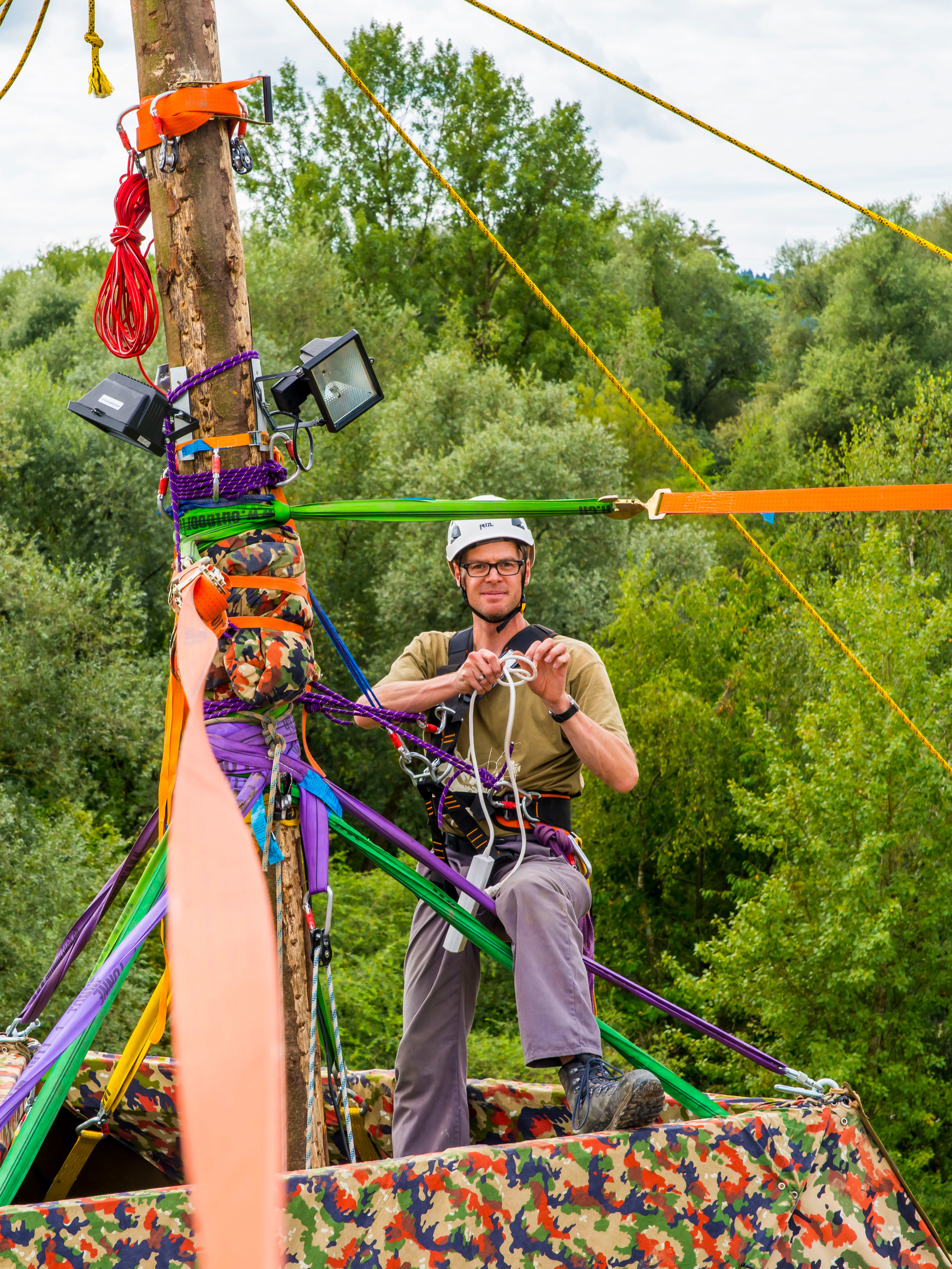 Sarasani- und Seiltechnikkurs 2019 - Im Sarasanibaukurs am Samstag 27.4.2019 führen wir dich in die Welt des Sarasanibaus ein.Im Seiltechnikkurs am Sonntag 28.4.2019 lernst du den Umgang mit Seil und Knoten.Besuchst Du beide Tage, verlängert sich deine J&S Anerkennung.