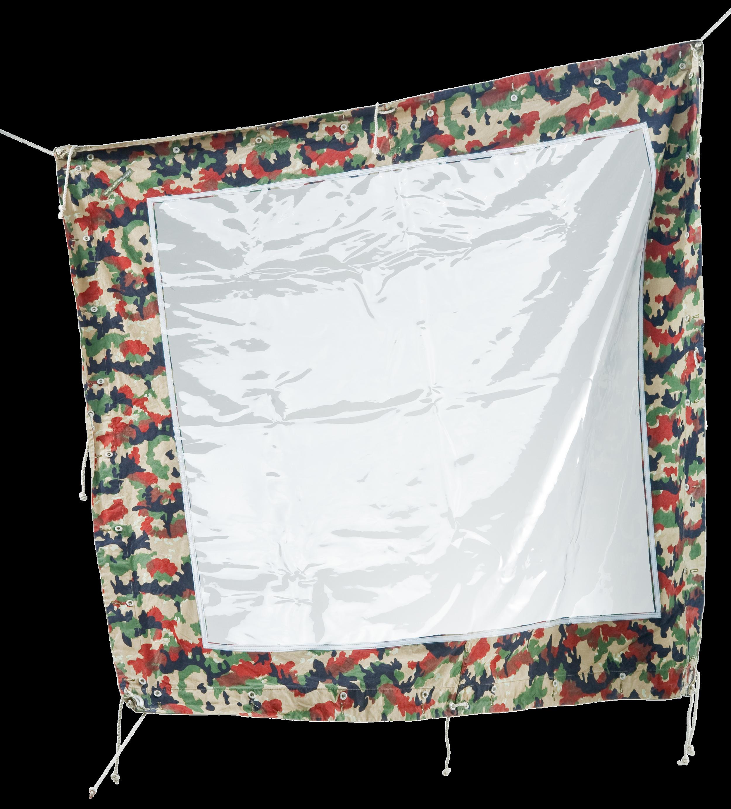 Fensterblache - Mit der Fensterplache endlich Licht im Sarasani oder Blachenzelt. Aus fast nie gebrauchten Schweizer Armeeblachen wird von uns in Handarbeit eine stabile und UV beständige Fensterblache der Firma Bieri eingenäht. Die Blache ist selbstverständlich wasserdicht eingenäht und wird seit Jahren erfolgreich eingesetzt.Schweizer Armeeblache gebraucht, Zustand AAAHandmade in der SchweizFensterabmessung 1.40m ×1.20mNähte wasserdichtDicke Fensterfolie: 0.5mmCHF 150.–