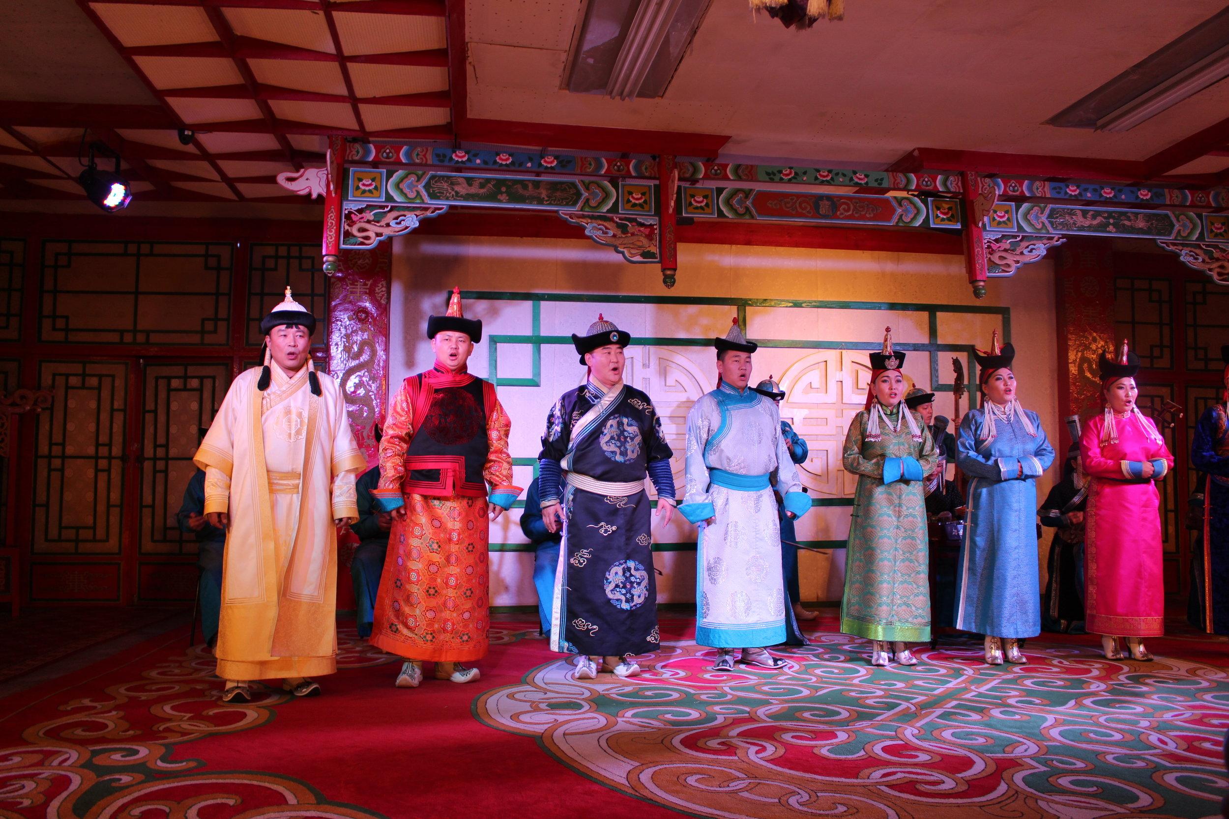 Mongolsk musikk, sang og dans.
