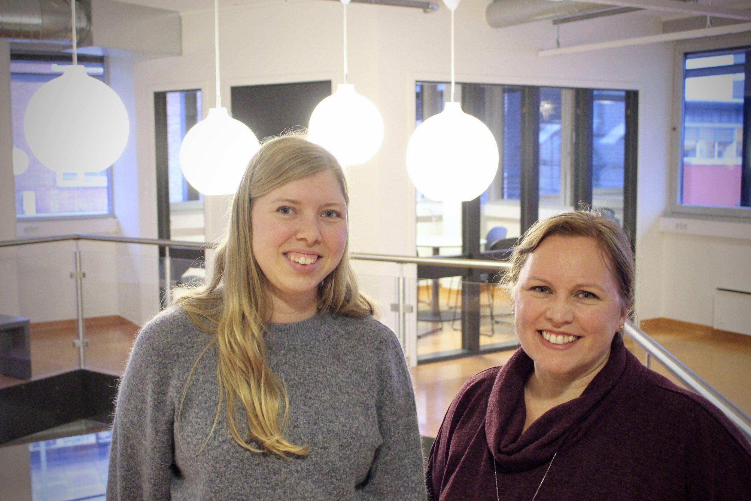 Sonia Marie Topstad, lærer i matte, fysikk og geografi (t.v.) og Hanne Tulluan, rektor.