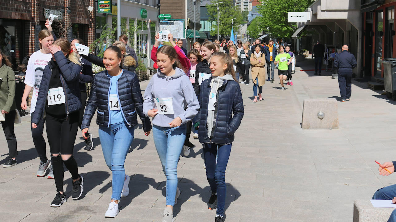 I misjonsløpet kan man velge om man vil løpe, jogge eller gå. Løpere Nr 119 Maria Næs, Nr 114 Hanna Oksmo, Nr 82 Emma Sjøberg og Nr 69 Ronja Bjørnstad