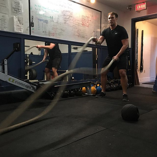 👌🏻NOTHING BEATS A GOOD BATTLE ROPE👌🏻 . . . Have you heard of our #bluestrengthbodyshed ? We have designed a 6 week program that aims to achieve sustainable fitness results! #beyondfour #bluestrengthfitness #fitspo #fitfam #fitness #yyjfitness #motivation #fitnessmotivation #yyj #personaltraining #trainwithus #circuittraining #traininggoals #goals #yyjfit #battleropes #bodyshred #lifestyle #balance #weights #gym #gymmotivation #yyjgym