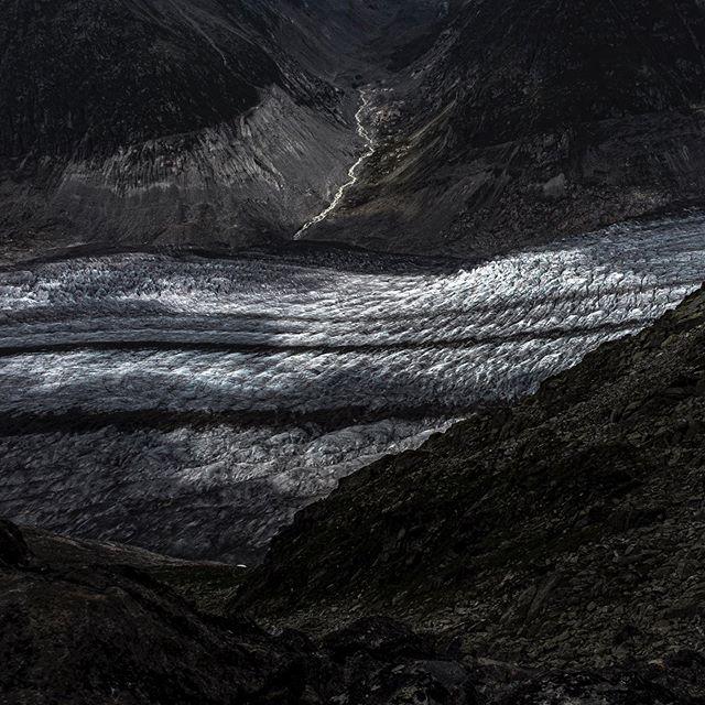 Aletschgletscher Juli 2019. . #aletscharena #gletscher #glacier #klimawandel #bettmeralp #riederalp #wallis #valaiswallis #switzerlandpictures #myswitzerland #swissalps #mountainsofficial #amazingswitzerland #switzerland_vacations #visitswitzerland #switzerland_destinations #swisslandscape #bergwelten #swissphotographer #fineartphotographer #photozine #vfg_photo #contemporaryphotography #subjectivelyobjective #gupmagazine #lekkerzine