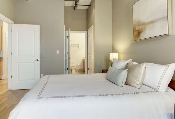Bedroom_SideView2_2328ChamplainStNW.JPG