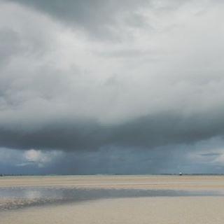 Storms don't last forever. . . . . . . #beachhousestyle #beachhome #beachinspired #beachliving #instagood #inspire #inspiration #houses #details #thefinerthings #interior4you #interiorinspo #homedeco #homedecorideas #blue #pousadadaamendoeira #saomigueldosmilagres #praiadotoque #brazilbeach #designaddict