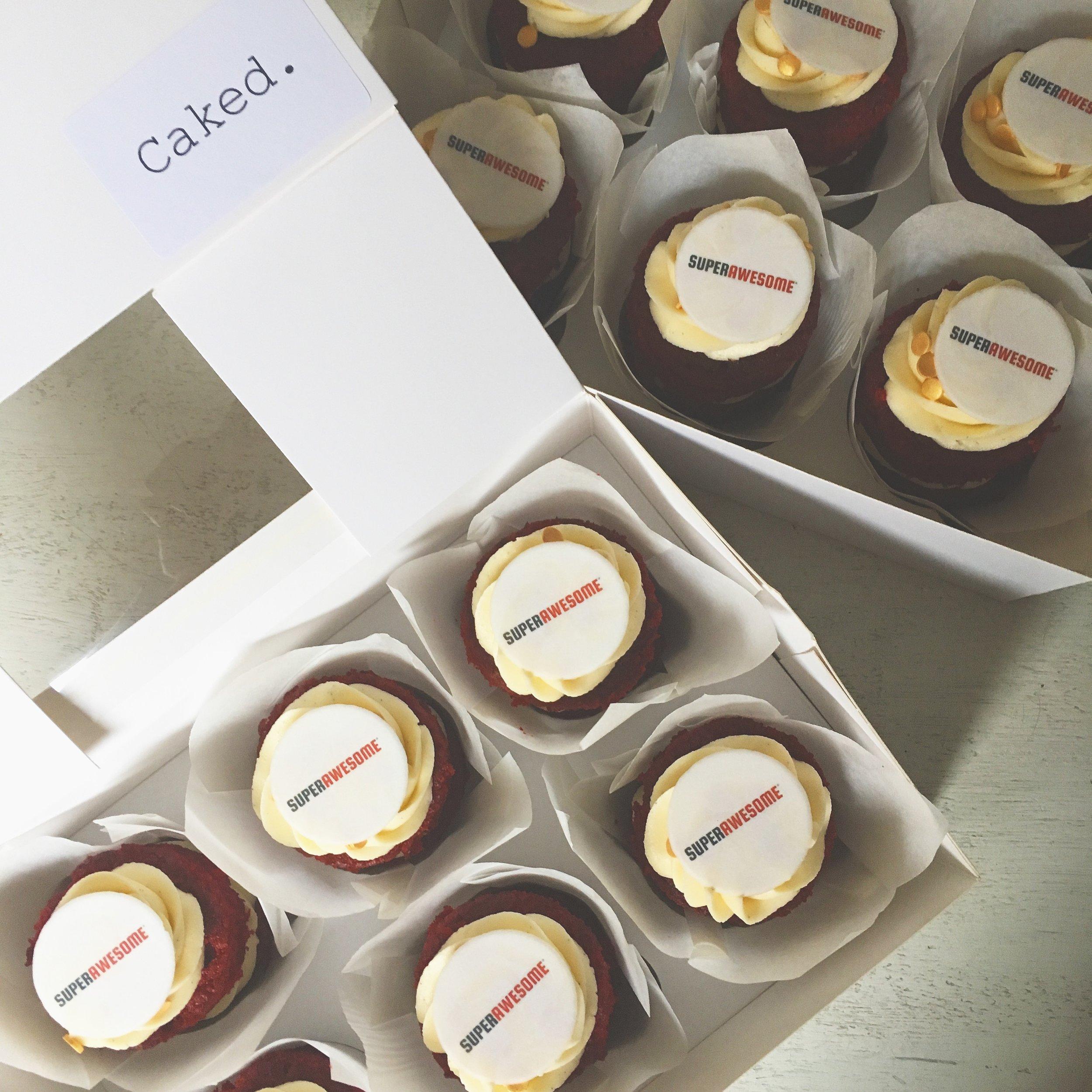 Branded mini cakes mixed box