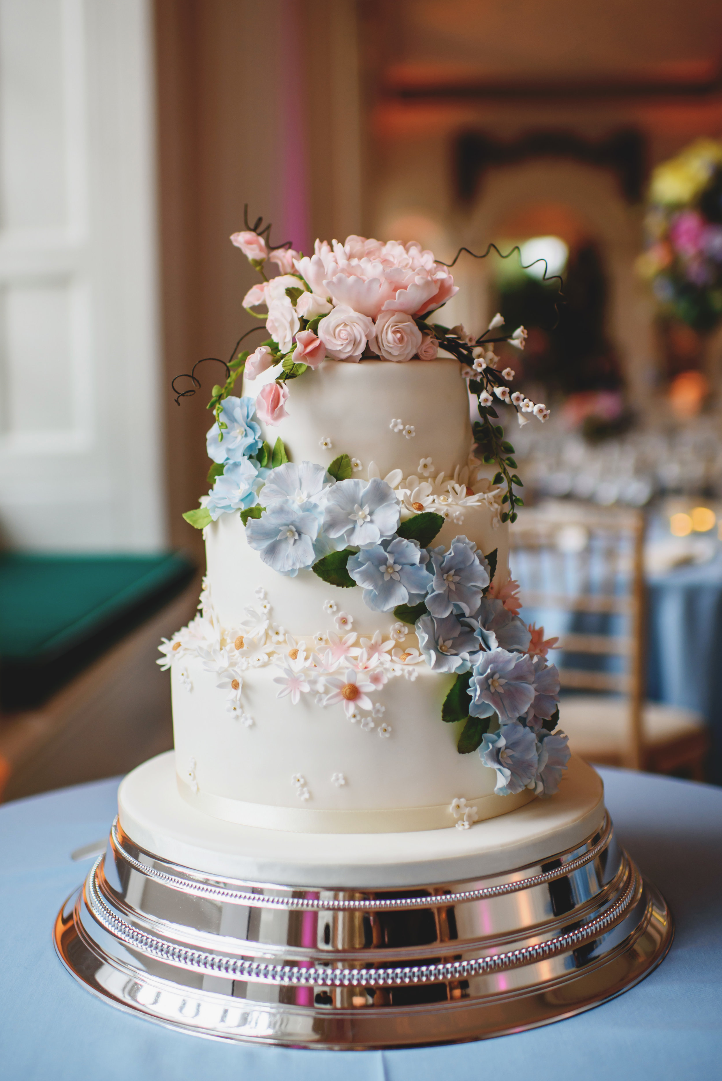 English Country Flowers Wedding Cake