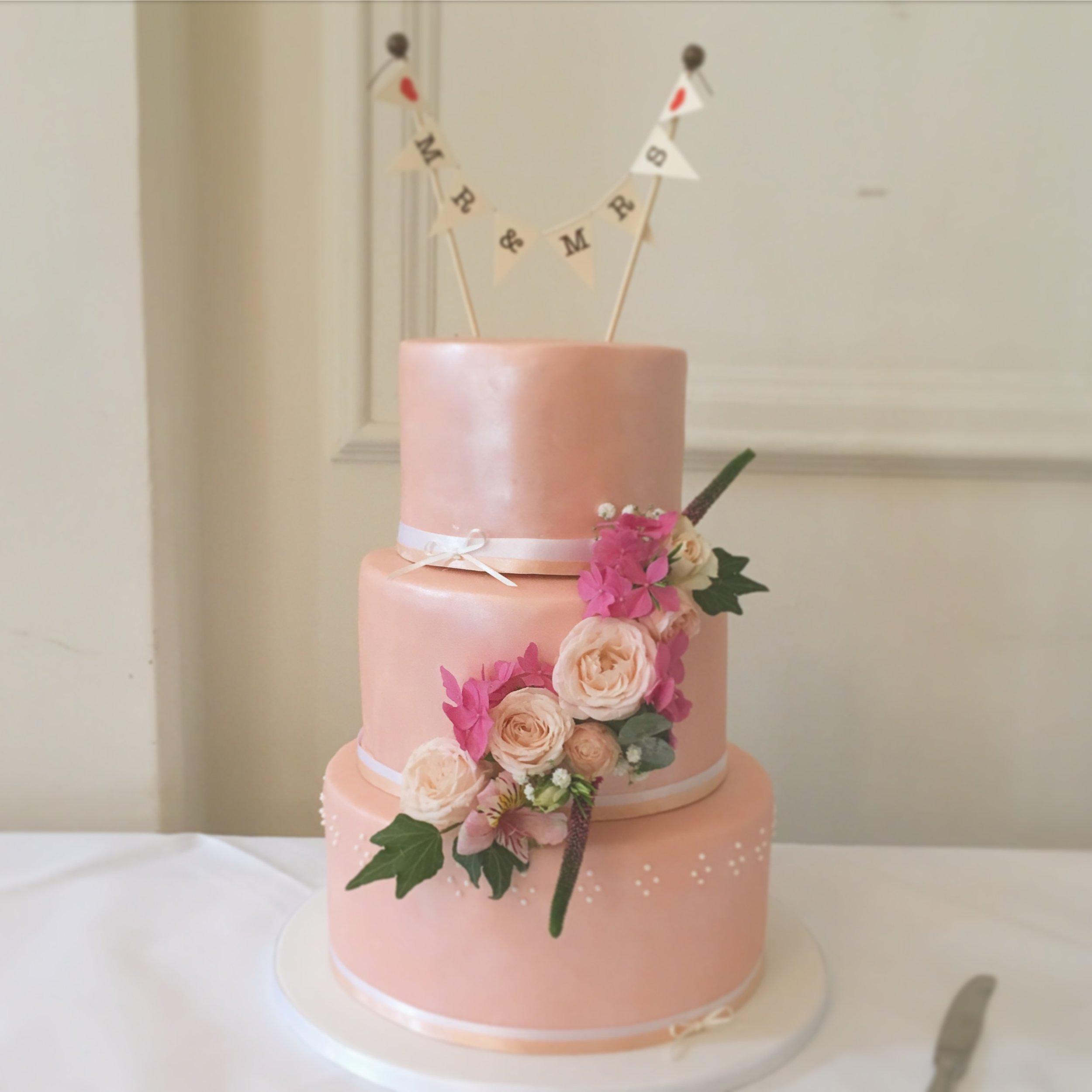 Emilia+Toby-wedding-cake.JPG