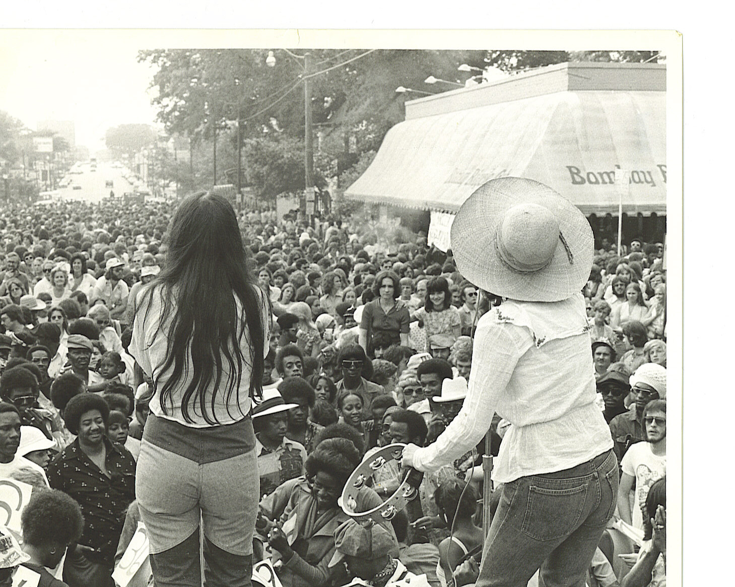 Live performances close Madison Avenue during the 1970's at Overton Square