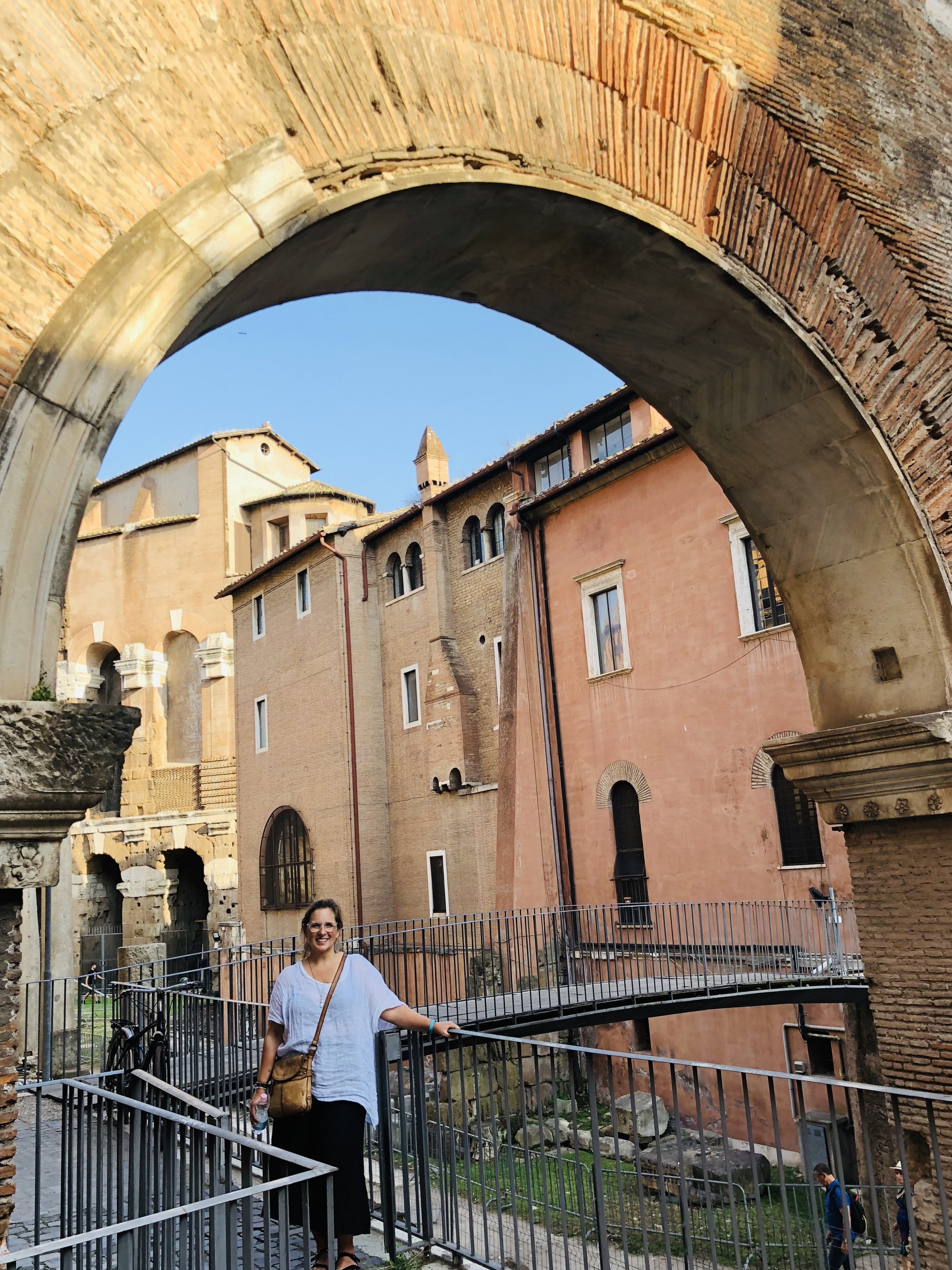 """Roman arches? I must pose for a picture here. """"Take a photo of me Franck! Take a photo of me!""""."""