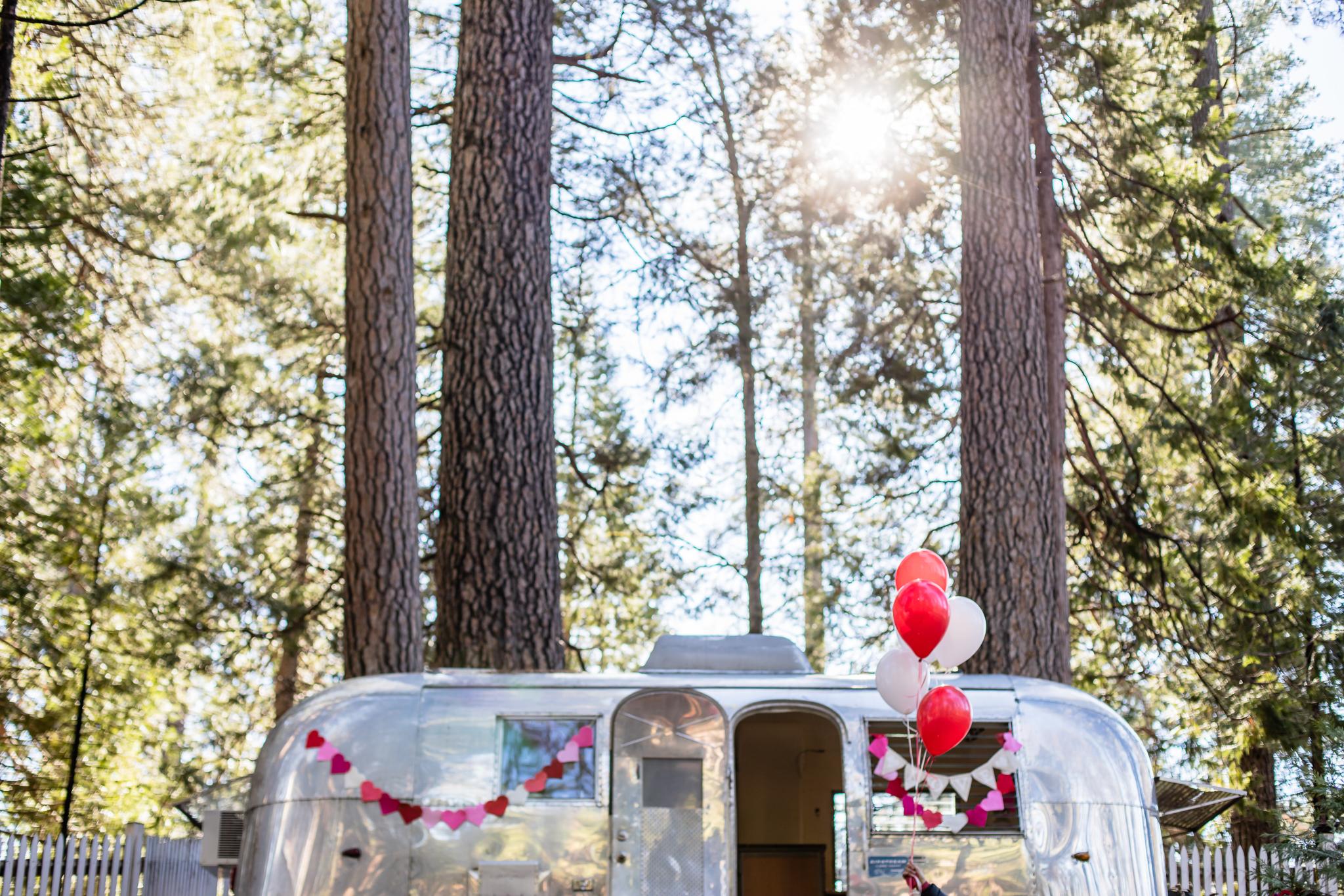 Inn Town Campground Valentine's Day Decorating | Lenkaland Photo
