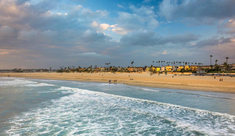 bigs-Beach-View-from-Seal-Beach-Pier-California-90695654-Large-e1490244508558-1000x580.jpg