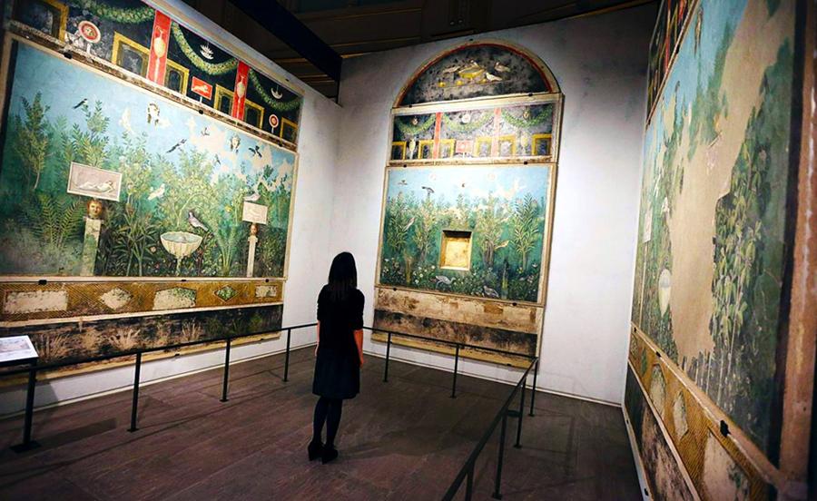 Reconstructed  exedra , House of the Golden Bracelet, Pompeii