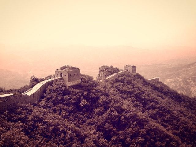 A classic look for the Great Wall of China 🇨🇳 * * * * * * #islastudio #yourshotphotographer #china #beijing #greatwallofchina #naturephotography #vintage #proshot #instaphoto #photography #photographer #photographyart #photooftheday #travelphotography #travelblogger #travel #travelgram