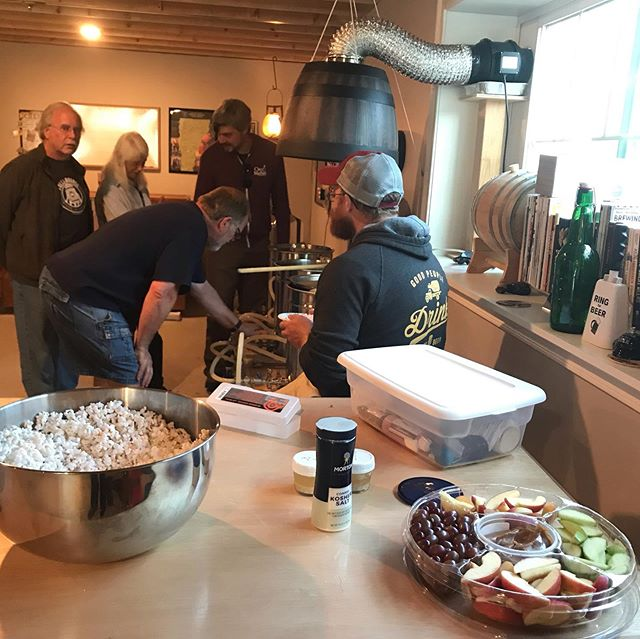 Member #brewday! 🍻 Festive snacks with friends, while brewing up fermented beverages. #fundaysunday #weheartcoops