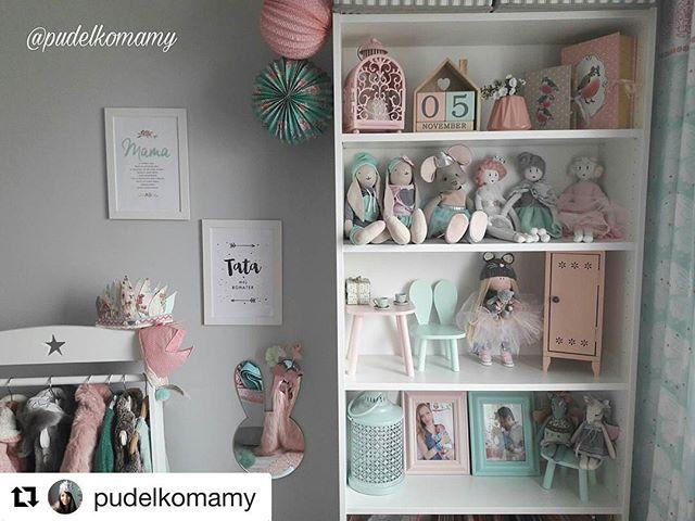 Pięknie zaaranżowany pokoik, wspaniałe zabawki i dekoracje a wśród nich nasze lampiony. Bardzo nam miło, że tu zagościły :-) #socute #pudelkomamy #socutepl #pokój #pokoj #pokoik #pokojdziecka #pokojdziewczynki #pastele #kidsroom #lampiony #laterns