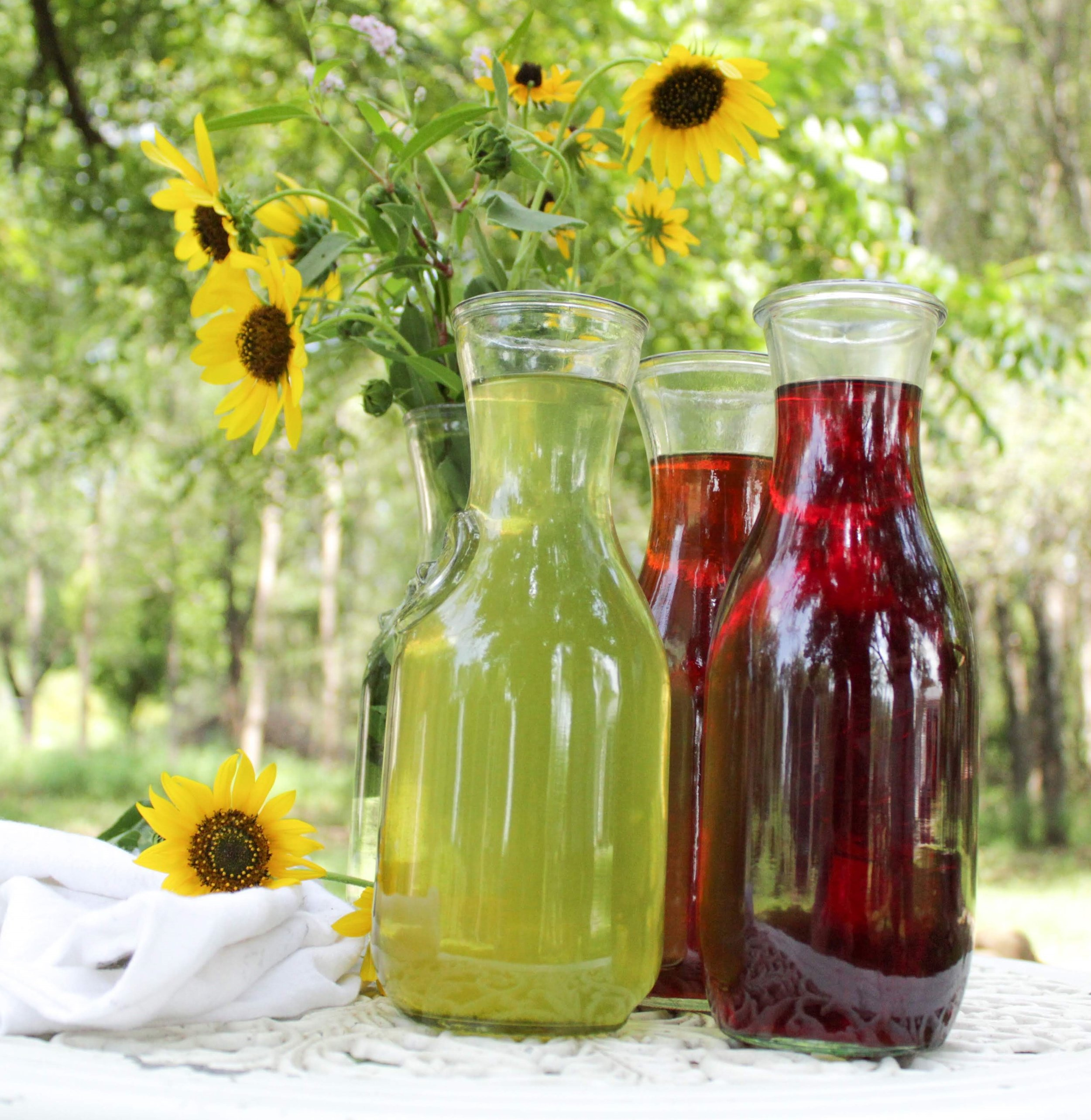 green black and herbal iced tea summer time with flowers.jpg