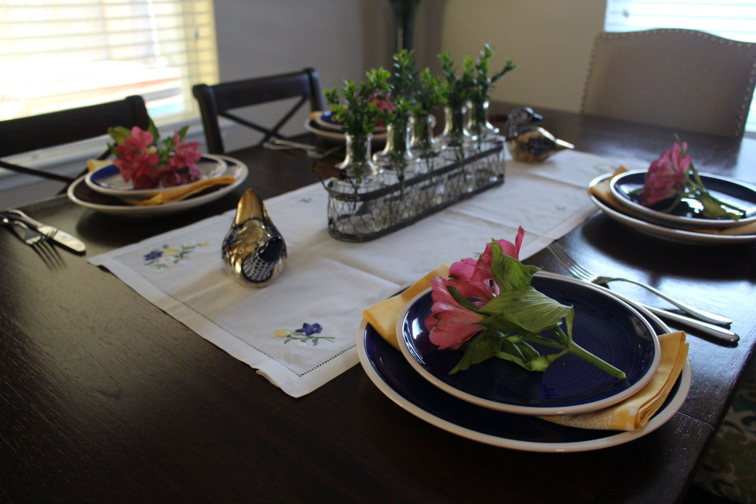 Using fresh flowers in Spring table setting