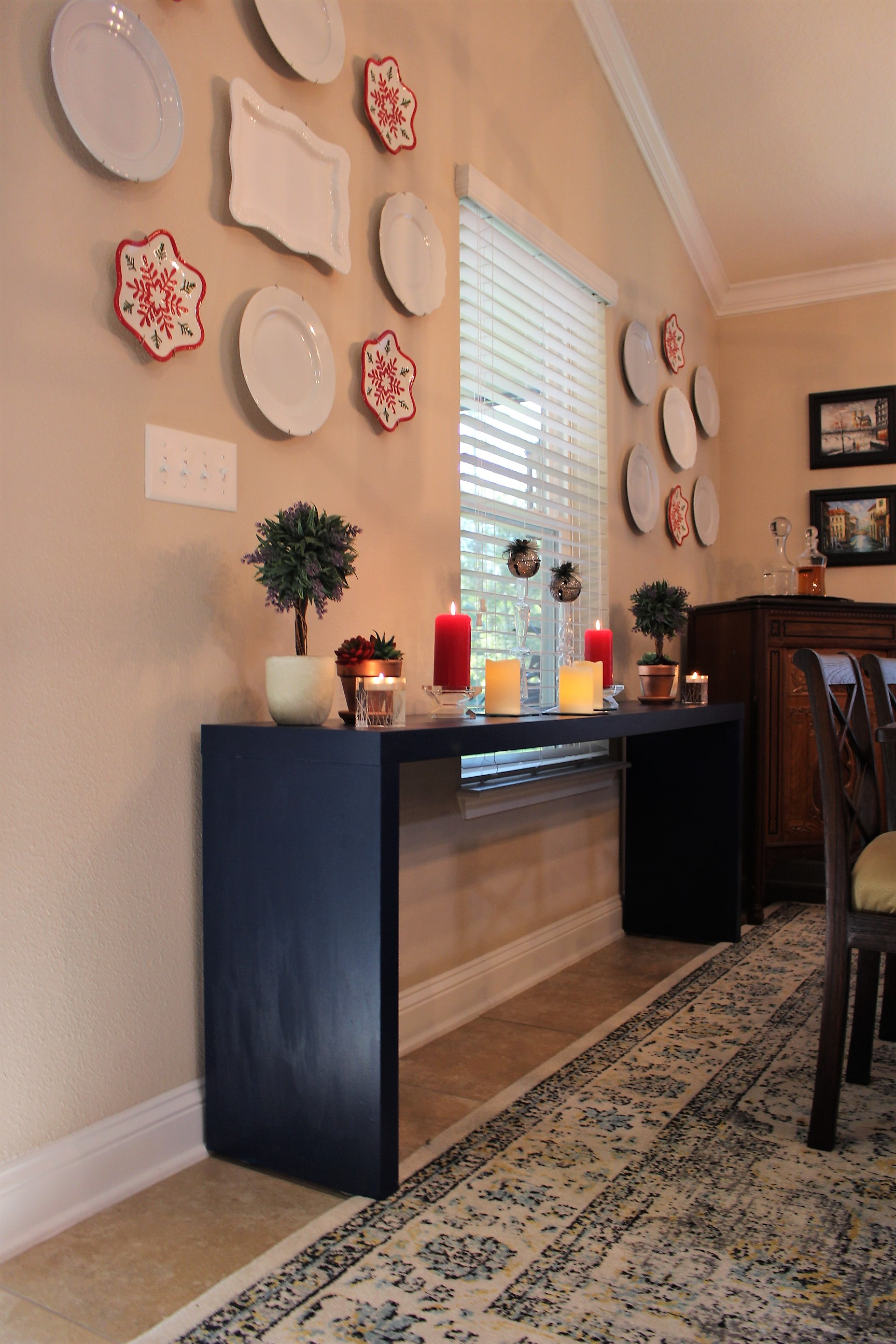 Dining console decor