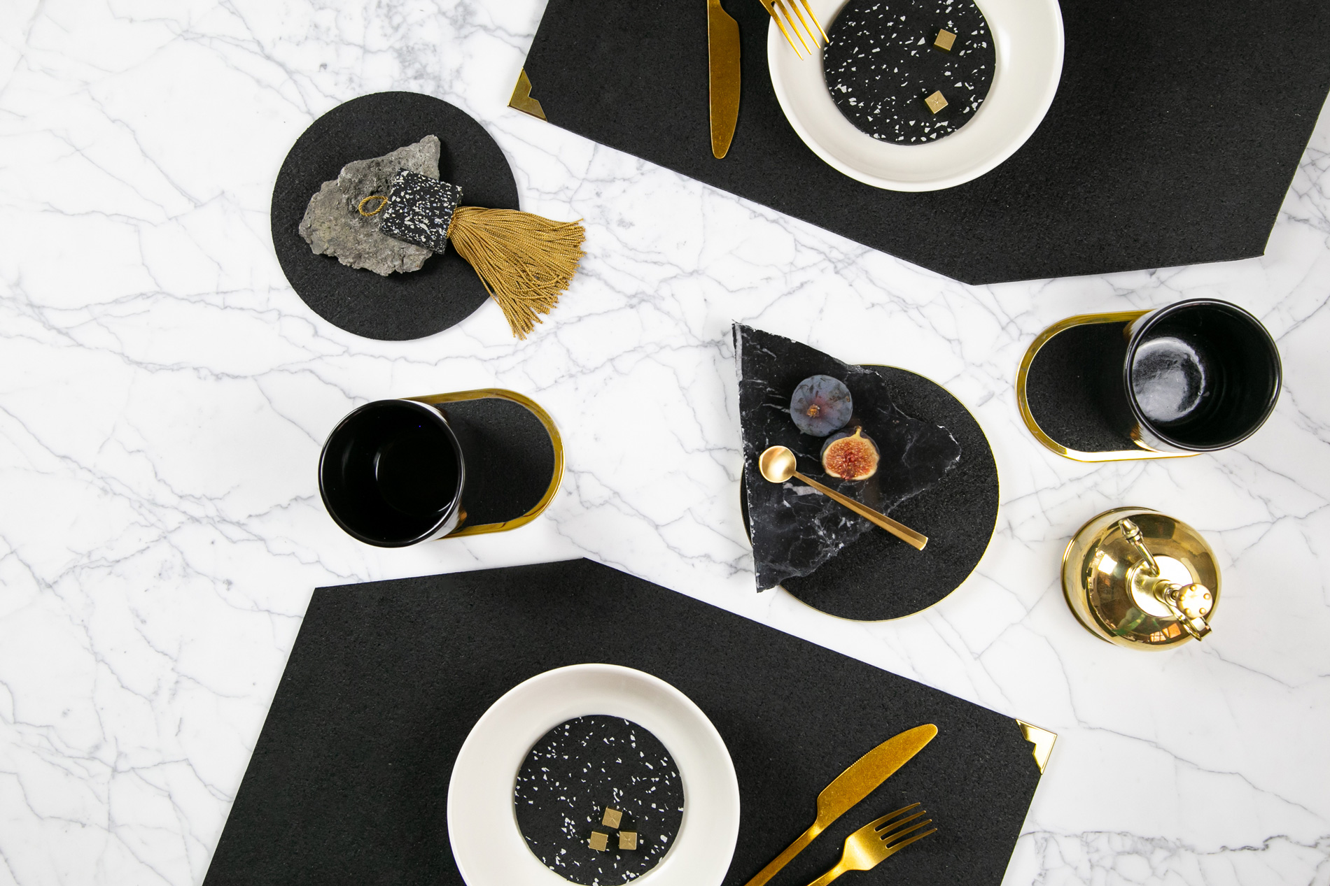 Deluxe Dinner Setting in Pure Black