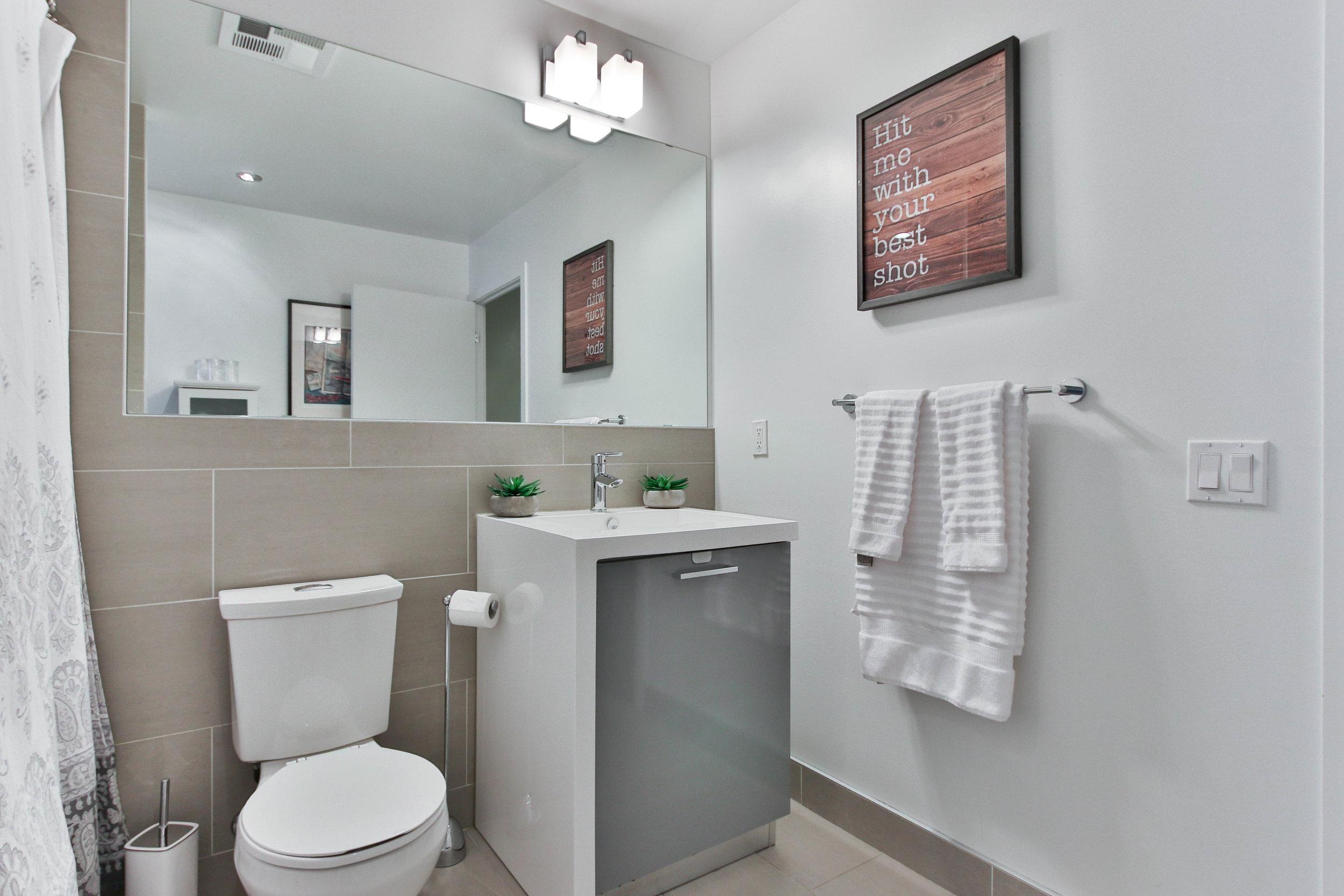 20_Washroom.jpg