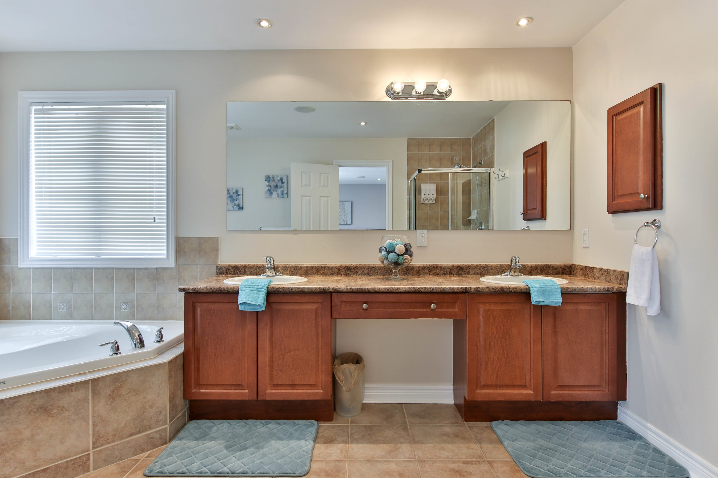 38_MasterBathroom (1 of 1).jpg