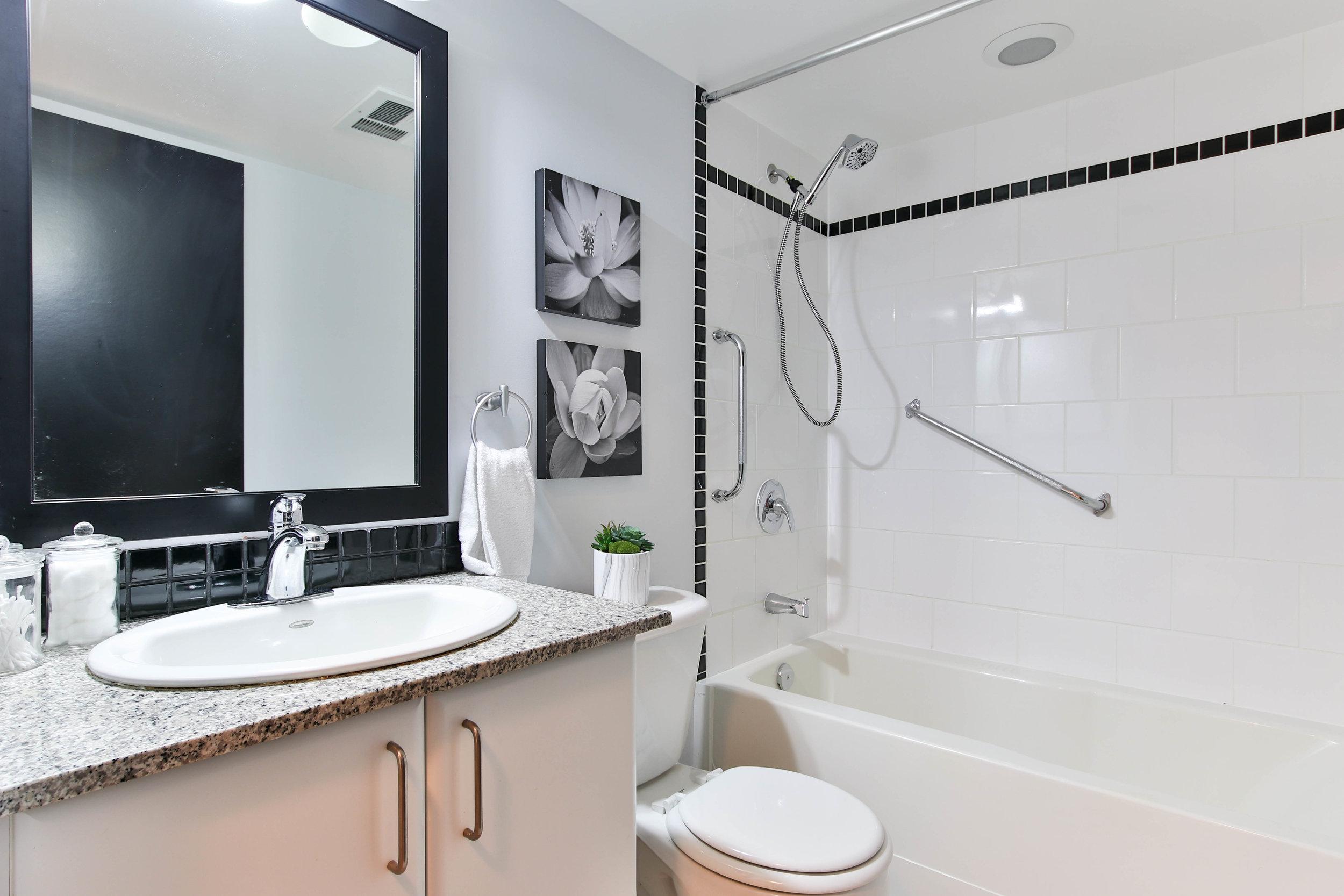 16_Washroom (1 of 1).jpg