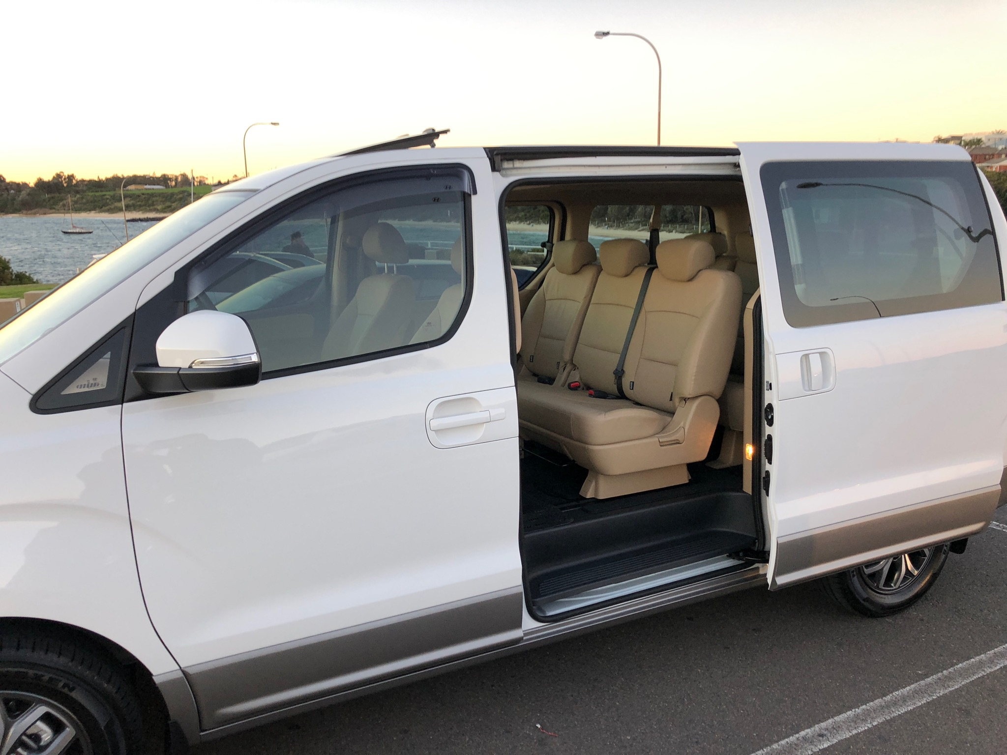 Private luxury airport transfers sydney
