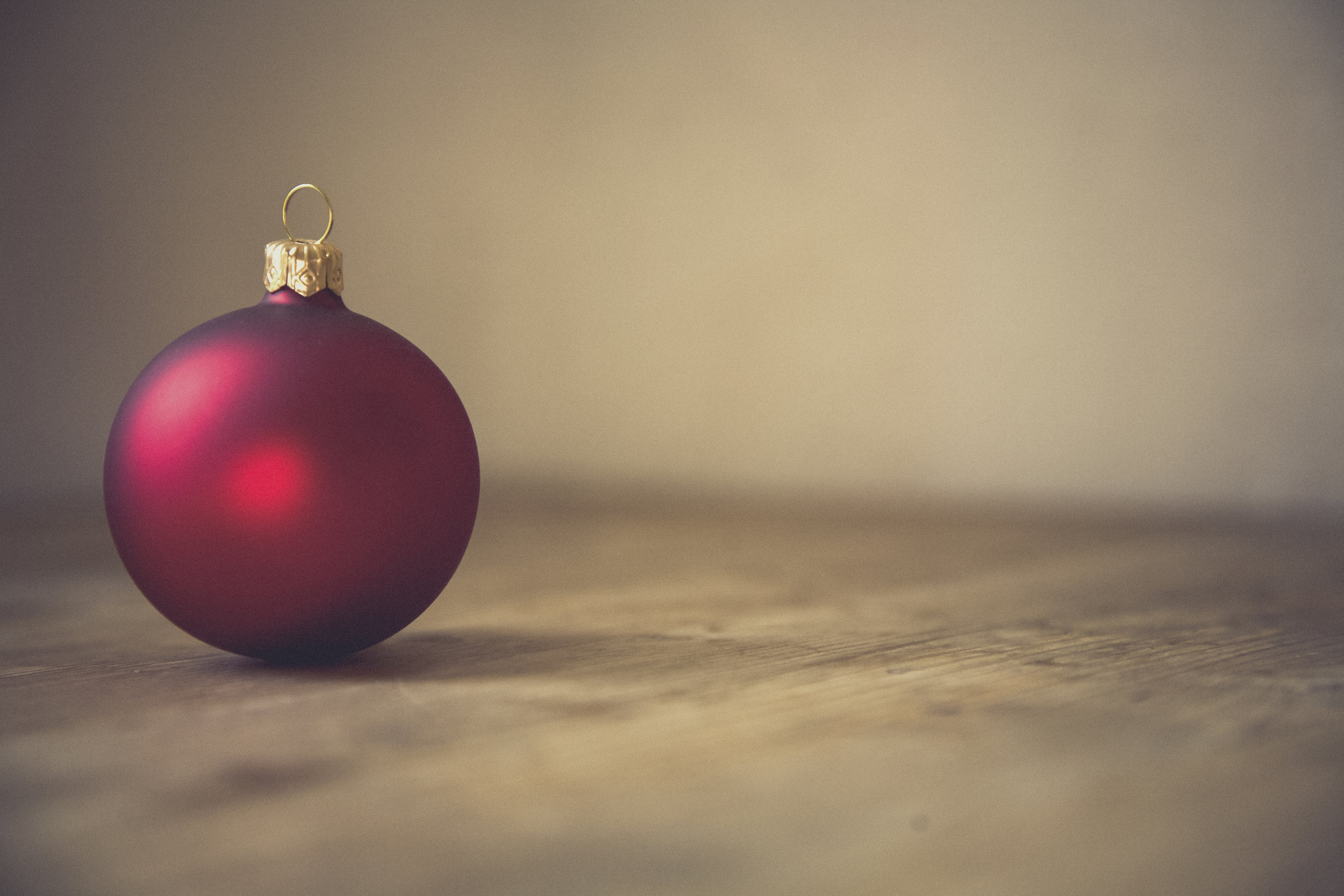 Minimalist Holiday Gift Giving Guide