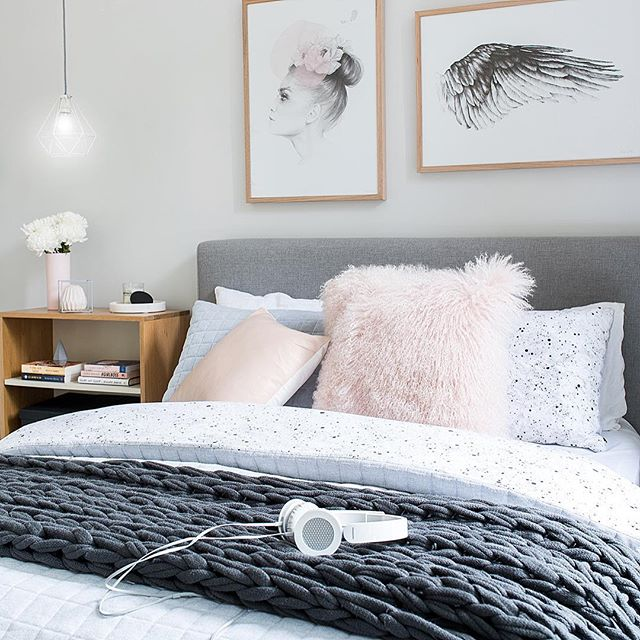 Our favourite combo of pillows from @norsuinteriors completed the frosting on this very inviting bed set up! #tween #tweenbed #tweenroom #tweenbedroom #kidsrooms #kidsbedrooms #mintymagazine @mintymagazine 📸 @rachelwintonphotography