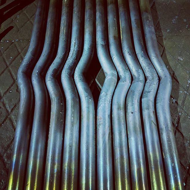 30mm round all in a row. There's something I love about the uniformity of laying out jobs like this. Bending hot steel is easy, doing it repeatedly to a prescribed shape is where the magic is!  Swipe over to see how we did it!!