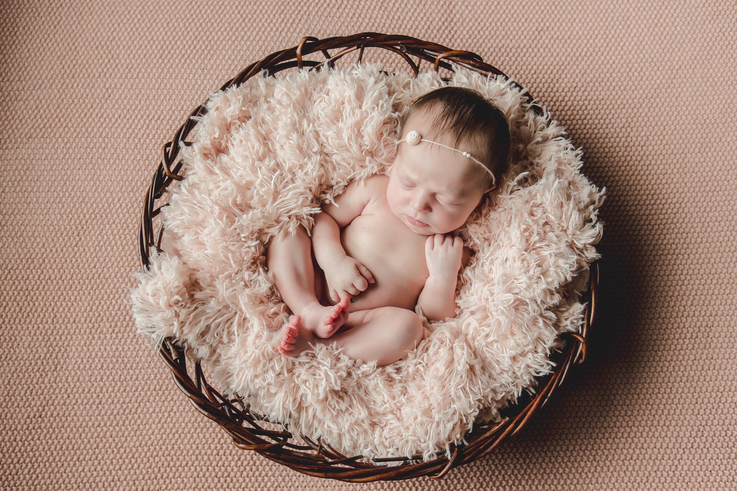 Round Basket, pink fur, headband