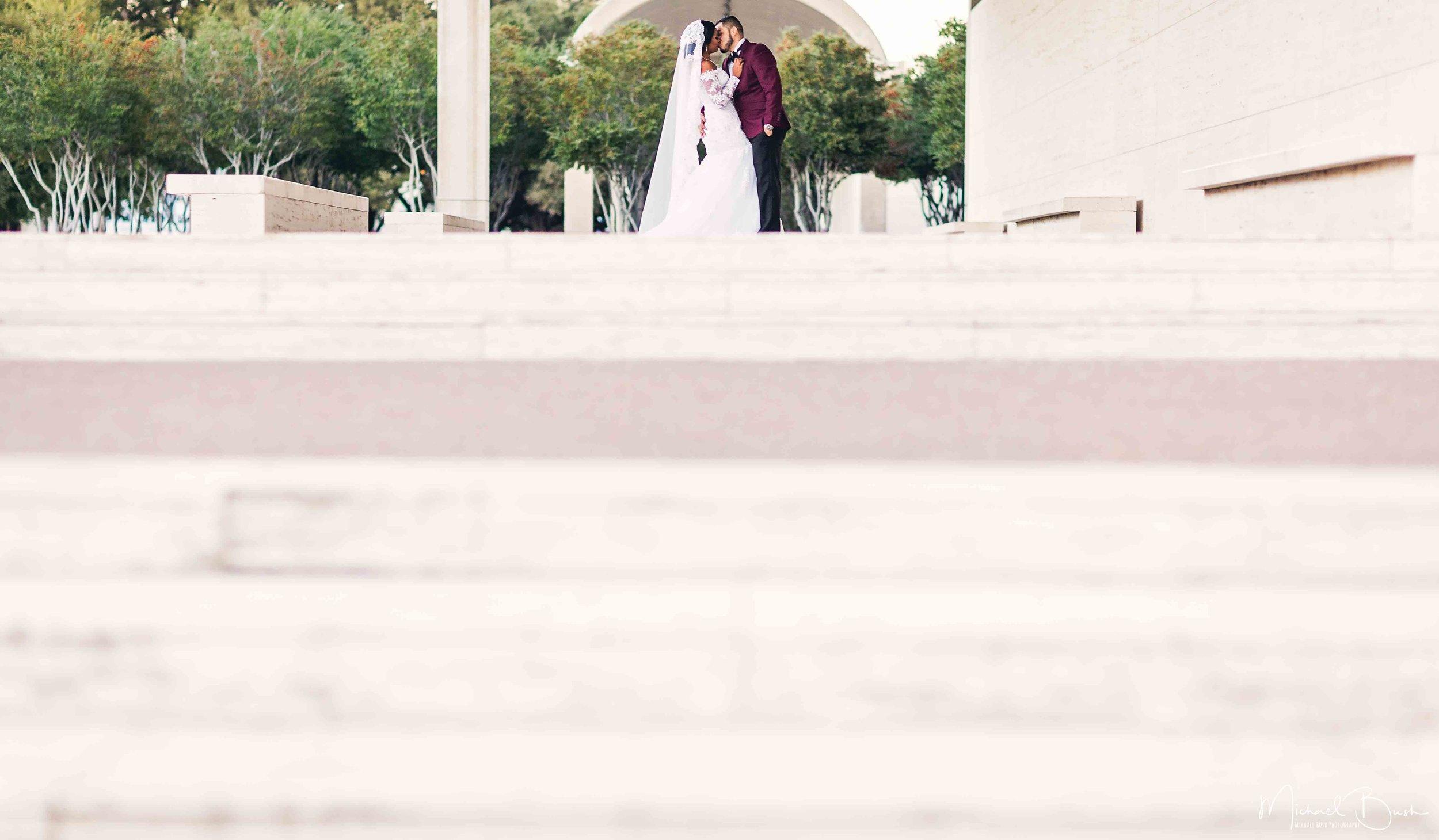 bride&groom-bride-groom-portraits-love-b&w-fort-worth-arts-musuem-kimball-art-composition.jpg