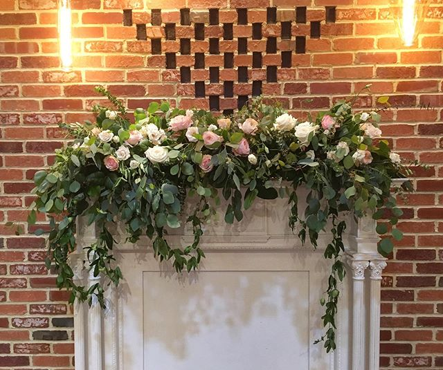 Had the honor of flowering  @brickgables mantelpiece last month for @abiiigailelizabeth 🌸